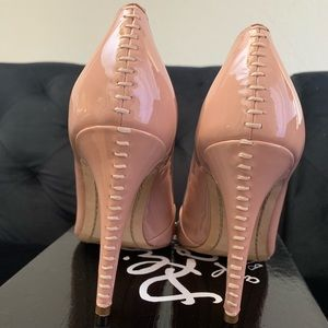Alice + Olivia by Stacey Bendet tan heels pumps